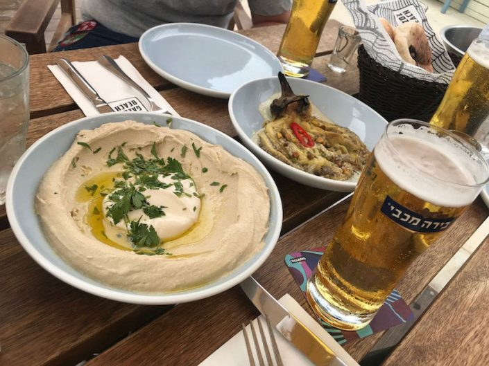 Humus und Aubergine am Gazoz Beach