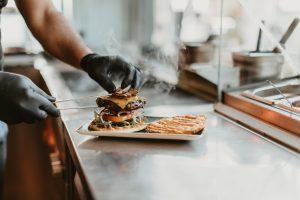 Steakschmiede by Don Carne | Lieblingsladen | Burger Zubereitung | Mr. Düsseldorf