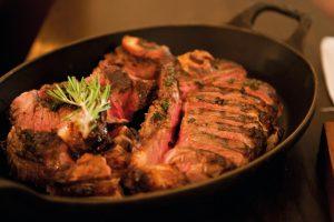 10 Tipps zum Steak essen in Düsseldorf | Steakhouse: MASH | Topliste | Mr. Düsseldorf