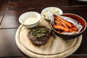 Lido Bistro | Steak & Süßkartoffelpommes | Lieblingsladen | Mr. Düsseldorf