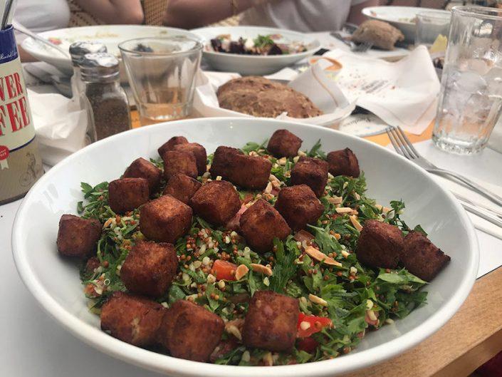 Veggie Salad mit Kichererbsen Fritters