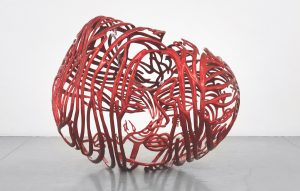 Ghada Amer, »The Heart«, 2012, painted stainless steel, 85,7 x 107,3 x 83,8 cm, Ed. 4/6 © the artist; courtesy Kewenig Berlin and Kukje Gallery, Seoul; Photo by Christopher Burke Studios