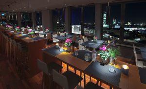 me and all Lounge | Rooftop Bars |Mr. Düsseldorf | Bild: https://duesseldorf.meandallhotels.com/lounge.html#view