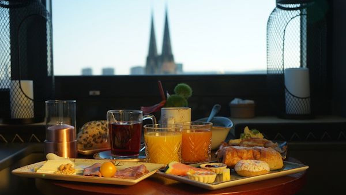me and all hotel | Frühstücken | Mr. Düsseldorf | Bild: https://duesseldorf.meandallhotels.com/lounge.html