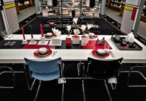 Franzen Tisch rot | Lieblingsläden | Mr. Düsseldorf | Foto: Franzen