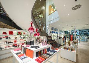 Eingangsbereich mit Flamingo | Lieblingsläden | Mr. Düsseldorf | Foto: Melanie Zanin