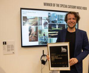 Art Düsseldorf 2019 geht zu Ende| Magazin | Mr. Düsseldorf | Gewinner der Sonderkategorie Musikvideo: Daniel Brandt mit Masse © Hubertus Struchholz