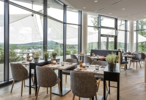 Seezeitlodge Hotel & Spa | Restaurant Lumi Ausblick | Magazin | Mr. Düsseldorf | © Günter Standl