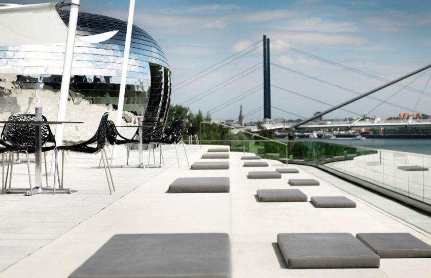 Pebble's Terrasse | Heimaturlaub – Top 10 Sonnenplätze in Düsseldorf | Topliste | Foto: Hyatt Regency Düsseldorf