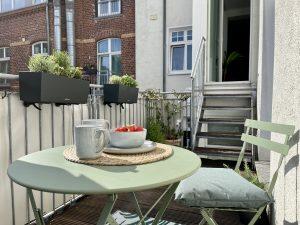 Wir machen es uns auf dem großen Sonnen-Balkon gemütlich | 8 Tipps für euren grüneren Balkon mit Bogie's | Mr. Düsseldorf 2021