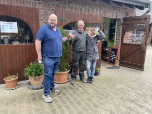 """Aber bitte mit Spargel"" mit Familie Heyes vom Berderhof & Christoph Holm   Podcast   rheingeredet   Mr. Düsseldorf   Foto: vlnr. Christoph Holm"