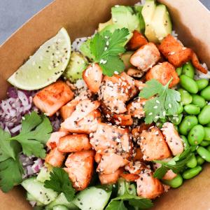 Salmon Buddha Bowl | taste&soul liefert besten Geschmack in Düsseldorf | Magazin | Mr. Düsseldorf | Foto: taste&soul