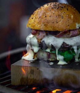 Das beste Fleisch der Welt direkt aus dem Sauerland: Wagyu meets Dorfbauer   Burger   rheingeredet   Mr. Düsseldorf